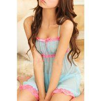 Las mujeres atractivas del cordón elástico de la ropa interi